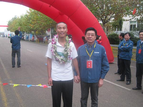 第十六届越野赛总裁青年组冠军合影