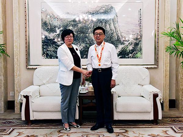 """纪爱师董事长荣获""""庆祝中华人民共和国成立70周年""""纪念章"""
